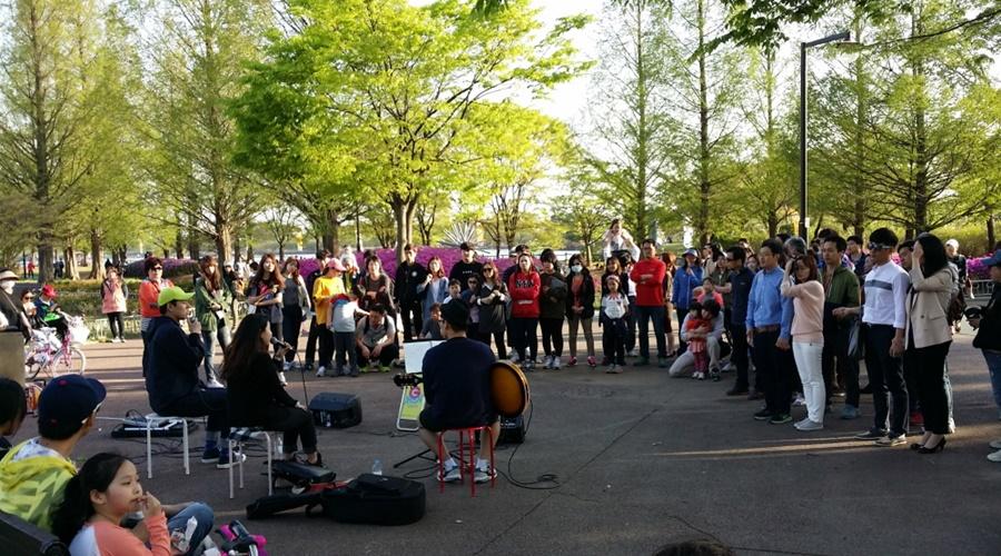 good-job-street-performance-held-at-goyang-lake-park
